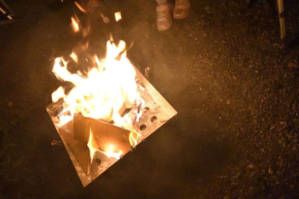 郡上八幡リバーウッドキャンプ場での焚き火