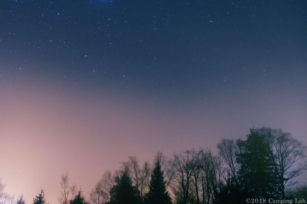 もやと星空とうるぎ星の森と