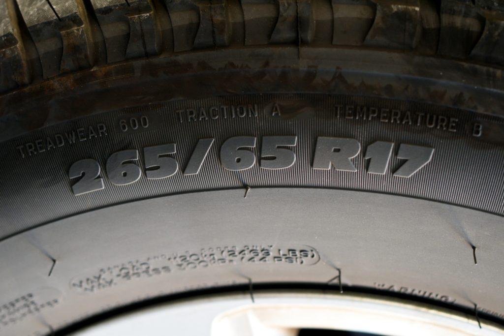 150系プラドの純正タイヤサイズ