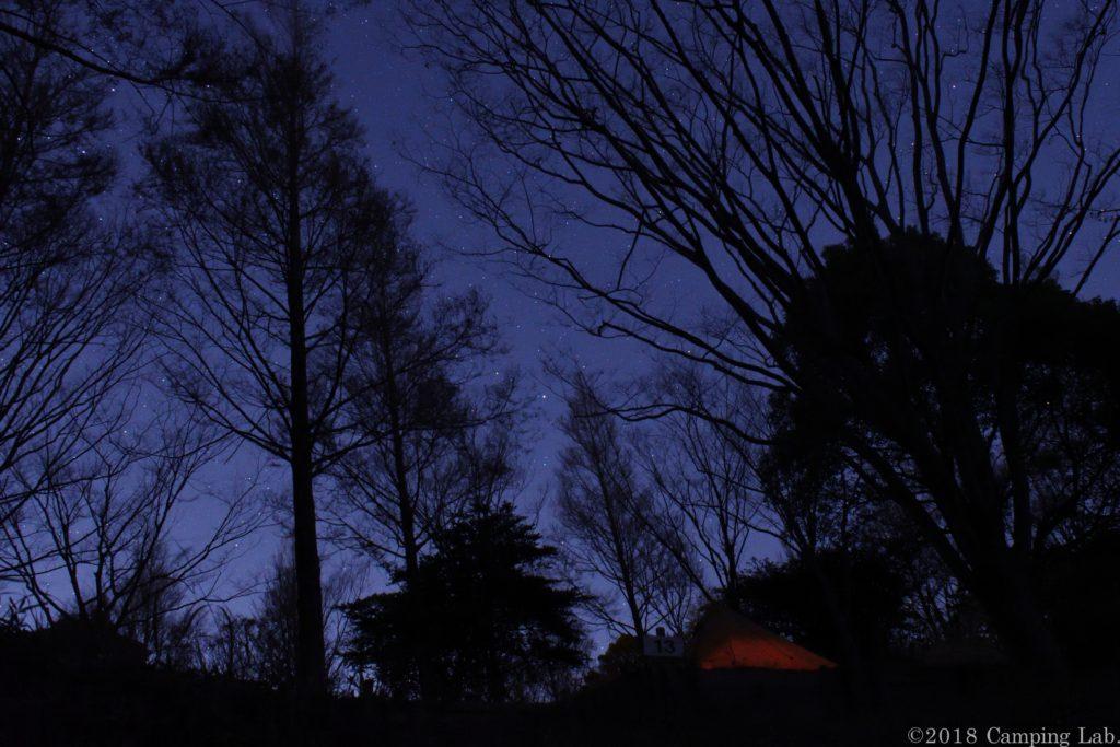 蒲郡さがらの森と山際に光る街灯り