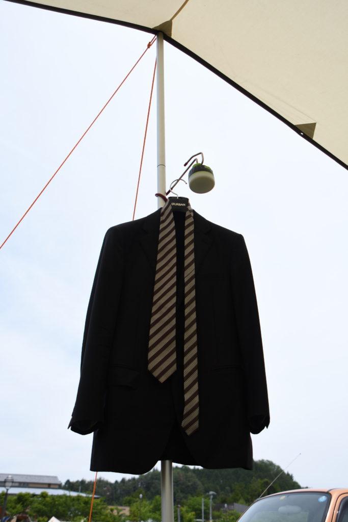 タープとスーツ
