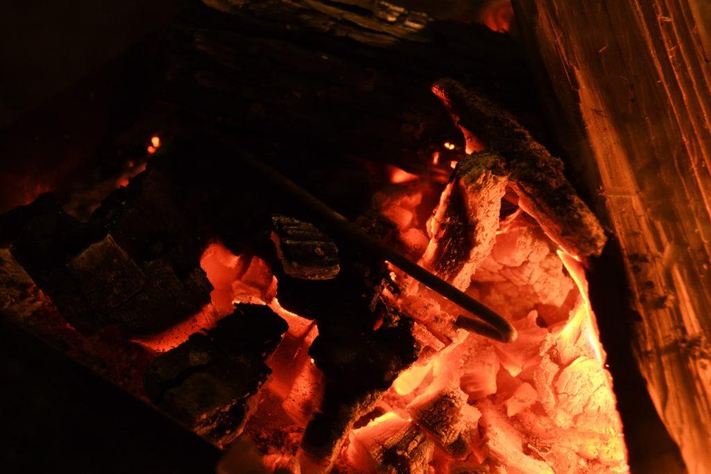 焼もどし中のペグ