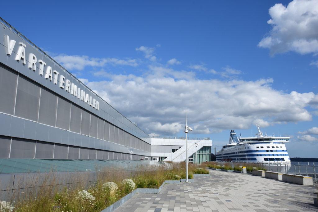 バッタハムン港に到着したシリヤセレナーデ号
