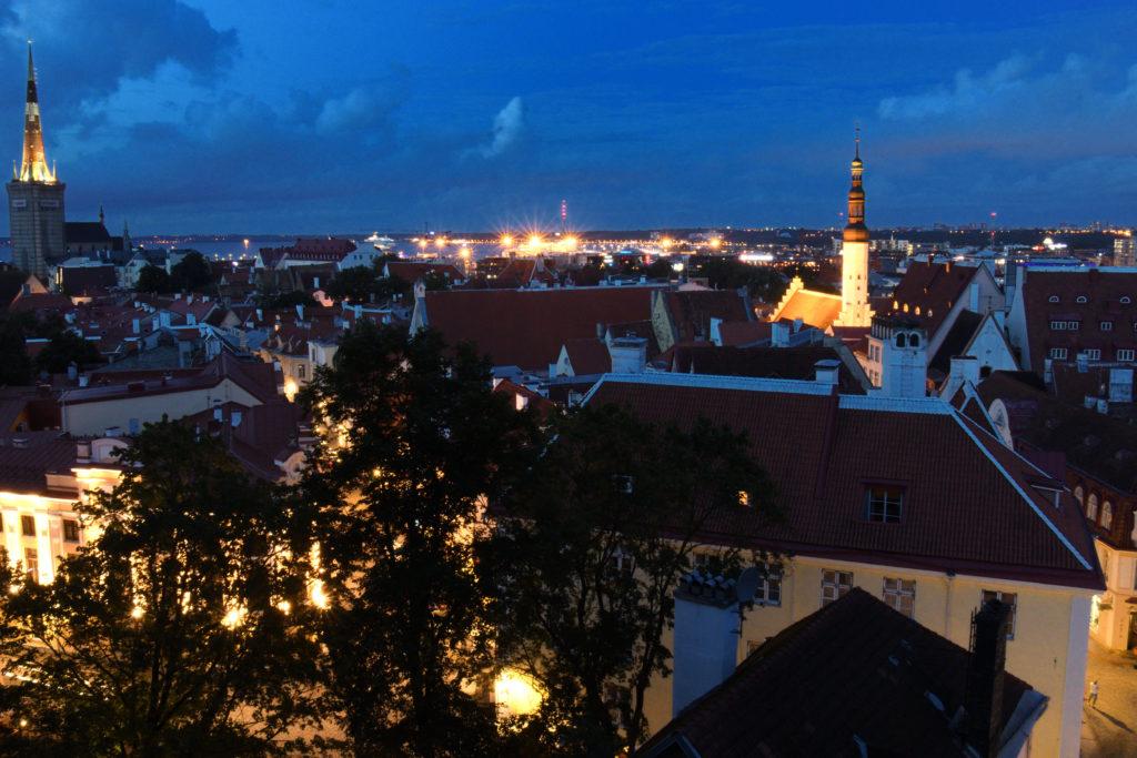タリン旧市街コフトウッツァ展望台からの夜景