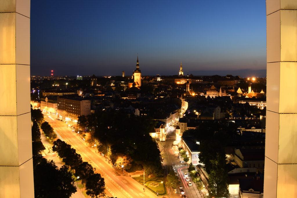 ソコスホテルヴィルからのタリン旧市街の夜景